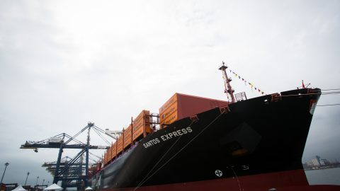 Santos Express, novo navio da Hapag-Lloyd, é batizado no Brasil