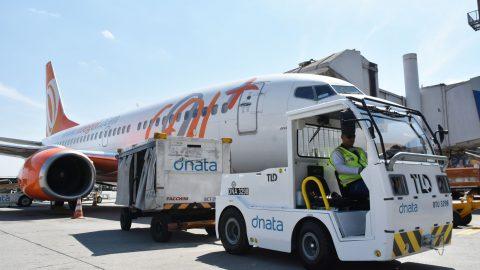 Frota de tratores da dnata para atendimento em solo no Aeroporto de Guarulhos já é 100% elétrica