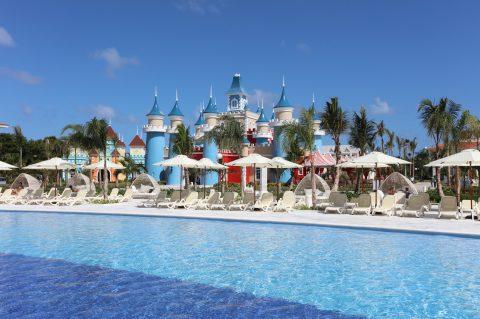 Resort Fantasia em Punta Cana completa um ano como melhor alternativa para famílias