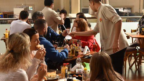 Restaurante Japa 25, no Mercadão Municipal, é perfeito para confraternizações de fim de ano