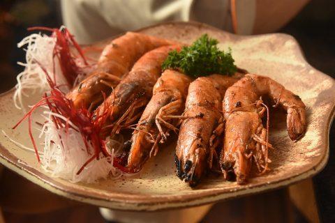 Camarão é uma das estrelas do restaurante Japa 25, no Mercado Municipal de São Paulo