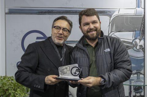 Comprador do Cygnus recebe homenagem da Octans Aircraft durante a Labace 2019