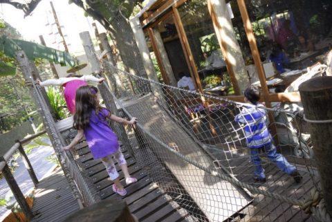 Restaurante Bananeira tem espaço kids com playground externo todo feito de madeira
