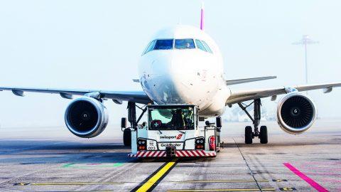 Empresas de ground handling investem em novas tecnologias para desinfecção de aeronaves